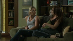 Steph Scully, Libby Kennedy in Neighbours Episode 5452