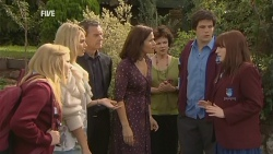 Natasha Williams, Donna Freedman, Paul Robinson, Rebecca Napier, Lyn Scully, Chris Pappas, Summer Hoyland in Neighbours Episode 5967