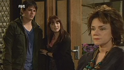 Chris Pappas, Summer Hoyland, Lyn Scully in Neighbours Episode 5994