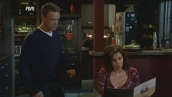 Paul Robinson, Rebecca Napier in Neighbours Episode 5996