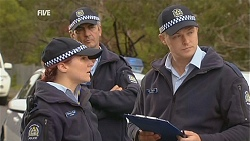 Constable Simone Page, Constable Lee Davis in Neighbours Episode 5998