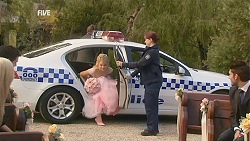Donna Freedman, Constable Simone Page in Neighbours Episode 5998