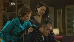 Susan Kennedy, Libby Kennedy, Karl Kennedy in Neighbours Episode 6000