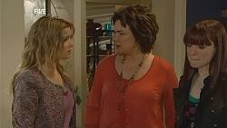 Natasha Williams, Lyn Scully, Summer Hoyland in Neighbours Episode 6004