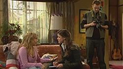 Natasha Williams, Martine Crossley, Photographer in Neighbours Episode 6004