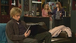 Andrew Robinson, Natasha Williams, Summer Hoyland in Neighbours Episode 6008