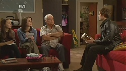 Sophie Ramsay, Kate Ramsay, Lou Carpenter, Kyle Canning in Neighbours Episode 6008
