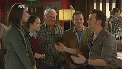 Kate Ramsay, Sophie Ramsay, Lou Carpenter, Michael Williams, Lucas Fitzgerald in Neighbours Episode 6009