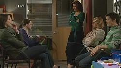 Kate Ramsay, Sophie Ramsay, Rebecca Napier, Donna Freedman, Zeke Kinski in Neighbours Episode 6009