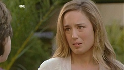 Lyn Scully, Sonya Mitchell in Neighbours Episode 6011