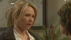Steph Scully, Lyn Scully in Neighbours Episode 6012
