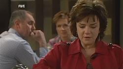 Karl Kennedy, Susan Kennedy, Lyn Scully in Neighbours Episode 6012
