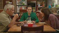 Lou Carpenter, Sophie Ramsay, Kate Ramsay in Neighbours Episode 6013
