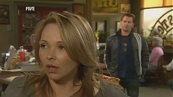 Steph Scully, Lucas Fitzgerald in Neighbours Episode 6013