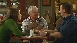 Kate Ramsay, Lou Carpenter, Lucas Fitzgerald in Neighbours Episode 6015