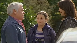 Lou Carpenter, Sophie Ramsay, Kate Ramsay in Neighbours Episode 6015