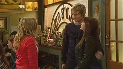 Natasha Williams, Andrew Robinson, Summer Hoyland in Neighbours Episode 6016