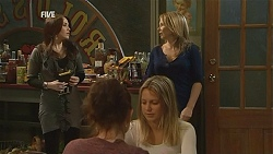 Libby Kennedy, Steph Scully in Neighbours Episode 6017