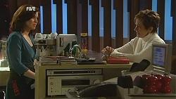 Rebecca Napier, Susan Kennedy in Neighbours Episode 6017