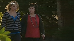 Steph Scully, Lyn Scully in Neighbours Episode 6018