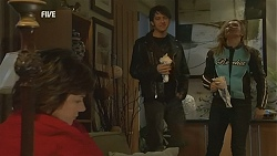 Lyn Scully, Larry Woodhouse (Woody), Steph Scully in Neighbours Episode 6018