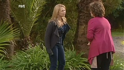 Steph Scully, Lyn Scully in Neighbours Episode 6019