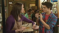 Kate Ramsay, Zeke Kinski in Neighbours Episode 6021