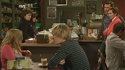 Natasha Williams, Andrew Robinson, Lyn Scully, Summer Hoyland, Lucas Fitzgerald, Susan Kennedy in Neighbours Episode 6024