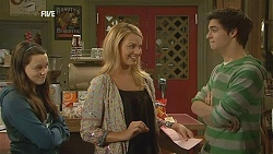 Sophie Ramsay, Kate Ramsay, Zeke Kinski in Neighbours Episode 6025