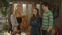 Donna Freedman, Sophie Ramsay, Zeke Kinski in Neighbours Episode 6025