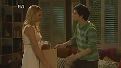 Donna Freedman, Zeke Kinski in Neighbours Episode 6026