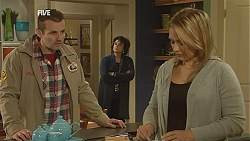 Toadie Rebecchi, Lyn Scully, Steph Scully in Neighbours Episode 6027
