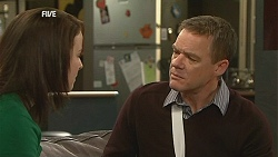 Kate Ramsay, Paul Robinson in Neighbours Episode 6028