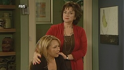 Steph Scully, Lyn Scully in Neighbours Episode 6031