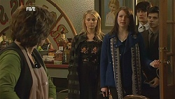 Lyn Scully, Donna Freedman, Kate Ramsay, Declan Napier, Zeke Kinski in Neighbours Episode 6031