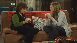 Lyn Scully, Sonya Mitchell in Neighbours Episode 6031