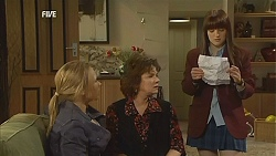 Steph Scully, Lyn Scully, Summer Hoyland in Neighbours Episode 6035