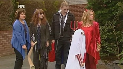 Lyn Scully, Summer Hoyland, Andrew Robinson, Charlie Hoyland, Natasha Williams in Neighbours Episode 6035