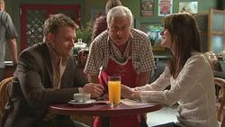 Oliver Barnes, Lou Carpenter, Carmella Cammeniti in Neighbours Episode 5285