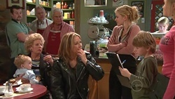 Toadie Rebecchi, Charlie Hoyland, Valda Sheergold, Harold Bishop, Lou Carpenter, Steph Scully, Elle Robinson, Mickey Gannon, Janae Hoylan in Neighbours Episode 5307