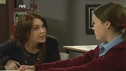 Libby Kennedy, Sophie Ramsay in Neighbours Episode 6038