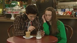 Zeke Kinski, Sophie Ramsay in Neighbours Episode 6039