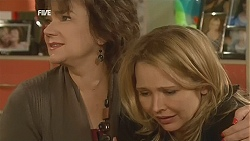 Lyn Scully, Steph Scully in Neighbours Episode 6040