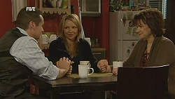 Toadie Rebecchi, Steph Scully, Lyn Scully in Neighbours Episode 6040