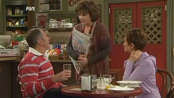 Karl Kennedy, Lyn Scully, Susan Kennedy in Neighbours Episode 6041