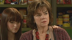 Summer Hoyland, Lyn Scully in Neighbours Episode 6041