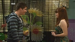Chris Pappas, Summer Hoyland in Neighbours Episode 6044