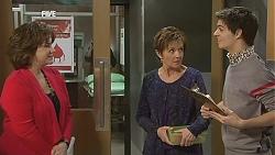 Lyn Scully, Susan Kennedy, Zeke Kinski in Neighbours Episode 6049