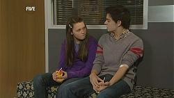 Sophie Ramsay, Zeke Kinski in Neighbours Episode 6049