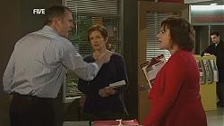 Karl Kennedy, Susan Kennedy, Lyn Scully in Neighbours Episode 6049